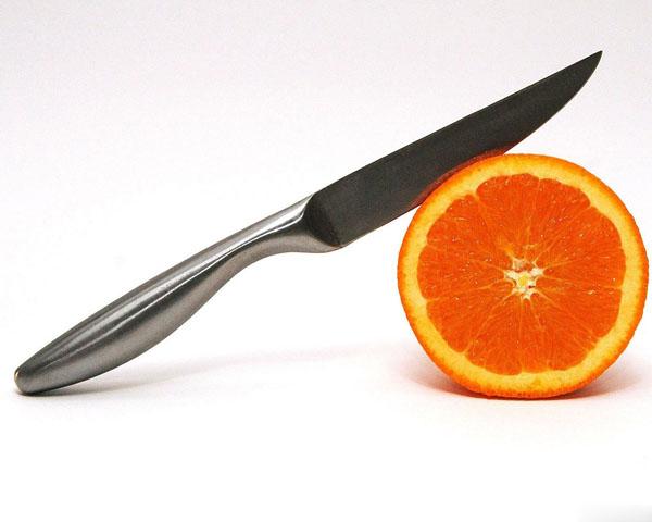 Нож и апельсин