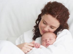 Счастливая мать с ребенком